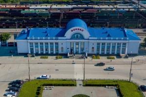 Руководству железнодорожного вокзала Каменска-Уральского придется засесть за учебники английского языка