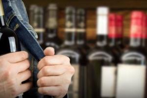 Любители ворованного спиртного продолжают атаковать магазины Каменска-Уральского