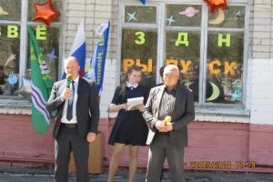 Для выпускников Каменского района 23 мая так же прозвенел Последний звонок. Школу заканчивает 371 человек. Трое идут на медаль