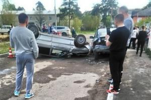 В Каменске-Уральском сегодня вечером произошло серьезное ДТП. Едва не протаранили забор детского сада