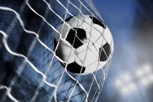 Футбольная «Синара» из Каменска-Уральского одержала сегодня крупную победу в матче с «Академией-Урал»