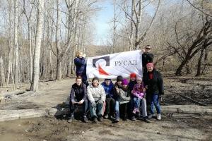 Волонтеры общественного движения «Город нашего времени» продолжают убирать территорию Каменска-Уральского