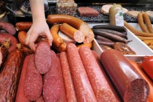 На этот раз в Каменске-Уральском магазинному вору приглянулась колбаса