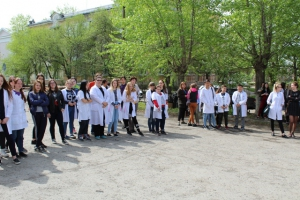 Студентов-медиков в Каменске-Уральском сегодня учили эвакуироваться и обращаться с нунчаками