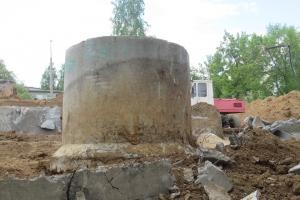 В Каменске-Уральском продолжается снос противопожарного резервуара на улице Тевосяна