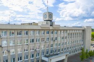 Блоггера из Каменска-Уральского, забывшего документы, не пустили в здание мэрии. Он обиделся и написал об этом на своей странице