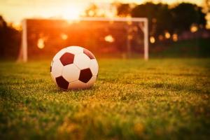 Сегодня вновь может смениться лидер в чемпионате Каменска-Уральского по футболу