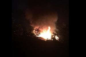 В старой части Каменска-Уральского сегодня ночью горели надворные постройки и жилой дом