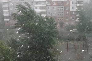 Град и сильный ветер. Синоптики опять сообщили жителям Каменска-Уральском о штормовом предупреждения
