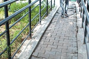 УГХ Каменска-Уральского планирует взыскать стоимость ремонта новой остановки «Улица Строителей» с подрядчика, который плохо выполнил работу