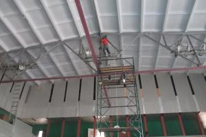 В Каменске-Уральском продолжается ремонт стадиона «Космос»