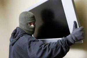 33-летний житель Каменска-Уральского украл телевизор у собственной матери