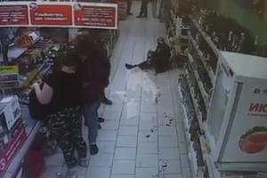 Опубликовано видео, на котором запечатлена кровавая драма в «Пятерочке» в Каменске-Уральском