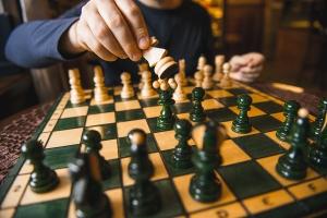 Самые опытные шахматисты Каменска-Уральского сыграли в своем особом турнире