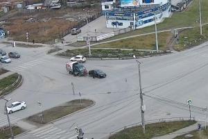 В Каменске-Уральском сегодня днем в Красногорском районе столкнулись ГАЗель и Renault