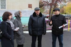 В Каменске-Уральском проверили, как идет благоустройство участников программы «Формирование комфортной городской среды»