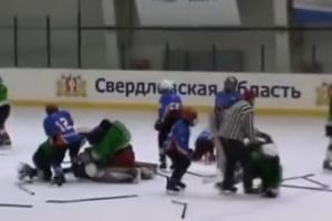 Дракой закончился хоккейный матч между командами юниоров из Каменска-Уральского и Шадринска