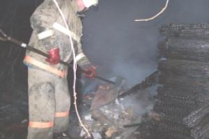 В воскресенье под Каменском-Уральским горел двухквартирный дом
