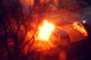 16 октября поздно вечером в Каменске-Уральском горела иномарка. Фотоподробности ЧП