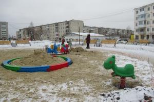 Вандалы продолжают глумиться в сквере Тимирязевский Каменска-Уральского
