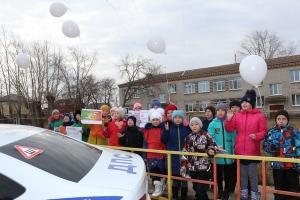 Сотрудники ГИБДД Каменска-Уральского, совместно с юными инспекторами, провели рейд, посвященный жертвам аварий