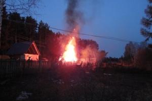 Сегодня утром под Каменском-Уральским горела дом-дача. Пострадал ее хозяин