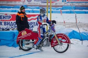 В Каменске-Уральском прошел первый день полуфинала личного чемпионата России по ледовому спидвею