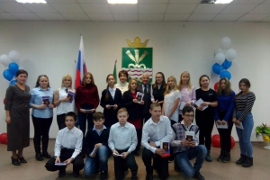 В администрации Каменского городского округа прошла торжественная церемония вручения паспортов школьникам